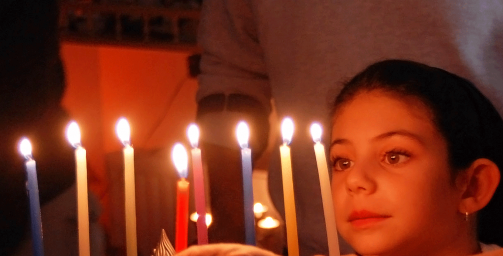 Child_with_Menorah_opt